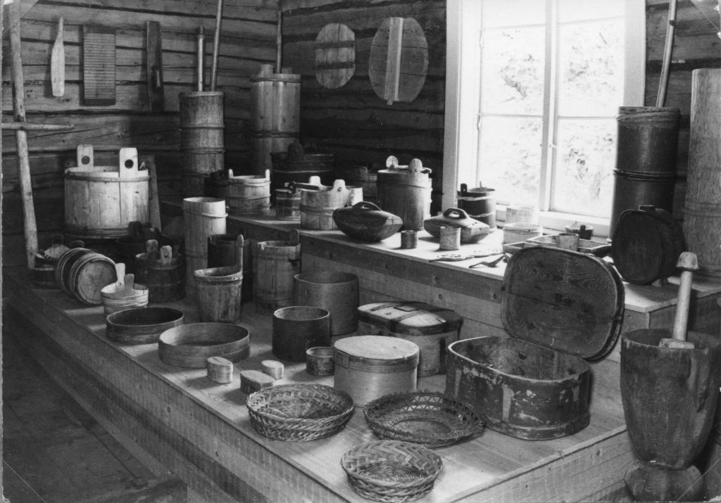 Astianäyttely